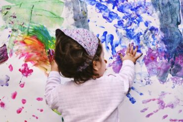 Γιατί τα παιδιά ζωγραφίζουν στον τοίχο;